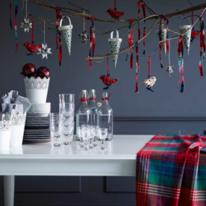 collection-ikea-noel-2013-une-table-au-motif-tartan-10998797psnlj_2041